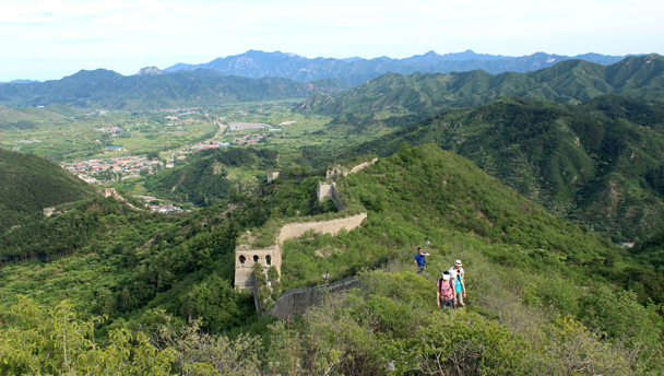 Hikers on a 'wild' stretch of the Huanghuacheng Great Wall