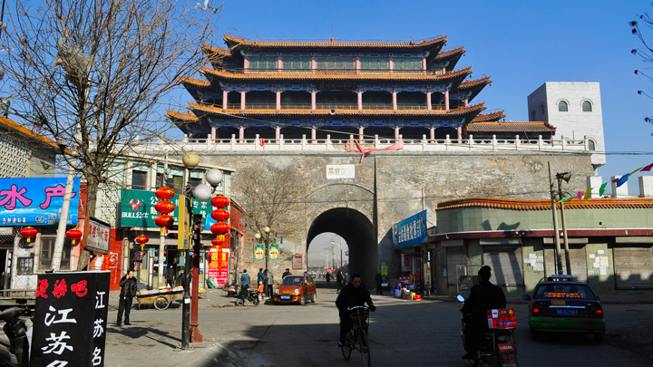 A gate in the walls of Yuxian town