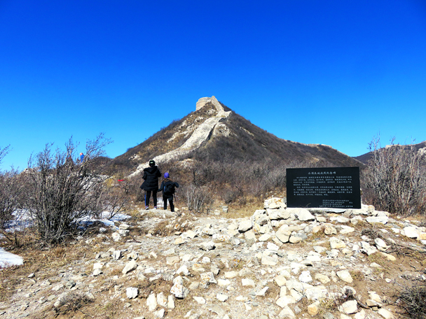 At the base of this section sit a large commemorative stone for soldiers who died here fighting the Japanese army in the late '30s. Up on the hill you can see the base of one of the round towers. In the '30s this tower was still mostly intact - Zhenbiancheng Great Wall Loop, 2017/2/25