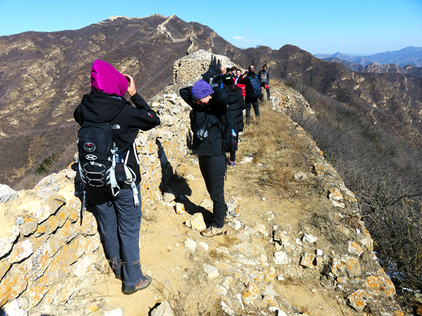 The group takes a break to wrap up against the wind - Zhenbiancheng Great Wall Loop, 2017/2/25