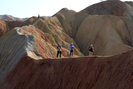 Balancing on a ridge, Beijing Hikers Zhangye Danxia, October07, 2011