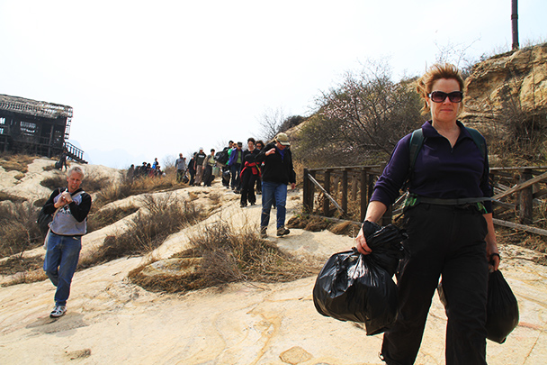 ,Beijing Hikers Earth Day Clean up, 2013/04/21