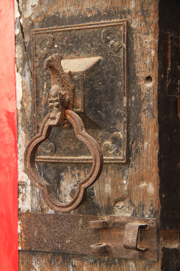 A seriously old door knocker, with a dragon's head decoration - Wuyuan County, Jiangxi Province, 2014/03