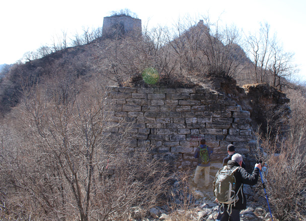 We've reached the Great Wall, at the base of a ruined tower - Jiankou Big West Great Wall, 2015/02/11