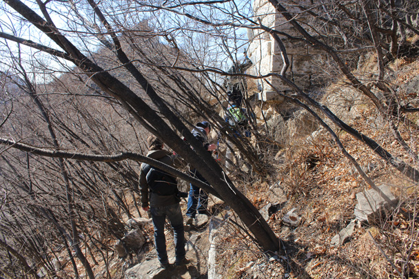 We hiked by the foundation of a tower - Jiankou Big West Great Wall, 2015/02/11