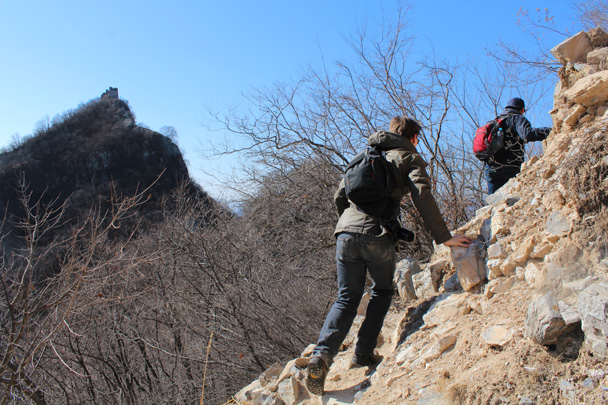 Skirting the foundation, with a tower on a cliff in the background - Jiankou Big West Great Wall, 2015/02/11