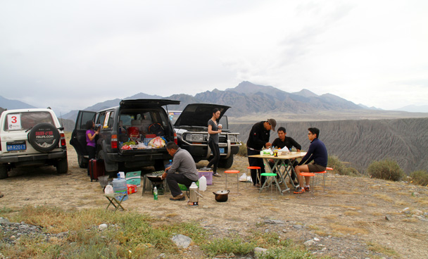 Lunch is served! - Bayinbuluke Grasslands, Xinjiang, July 2016
