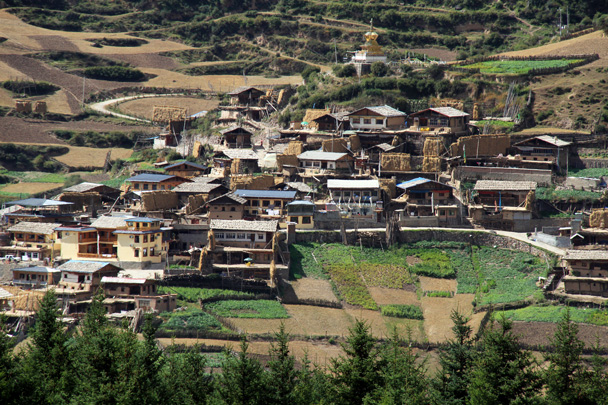 The houses of the village - Xiahe, Labrang Monastery, and Zhagana, Gansu Province, September 2015