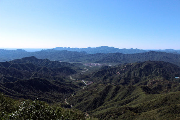 A view back down the valley - Chinese Knot Great Wall, 2015/09/12