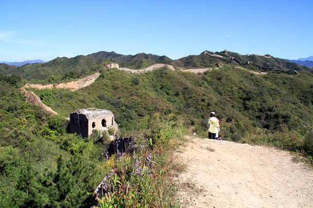 The Wall extends all the way up into the hills - Gubeikou Great Wall Loop, 2015/09/19