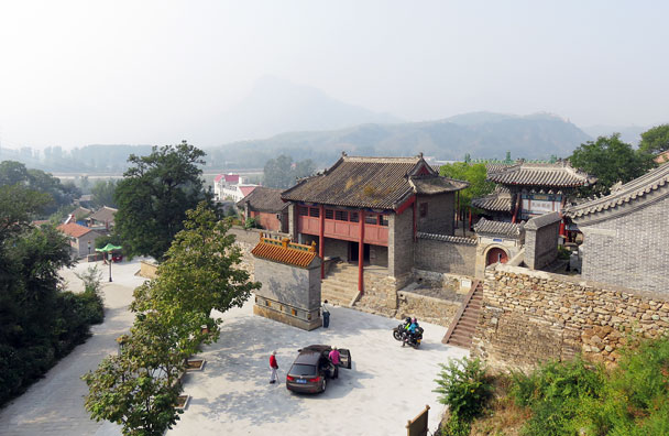 Outside the North Gate is another village, with a temple below the wall - Camping at the Gubeikou Great Wall, 2015/10