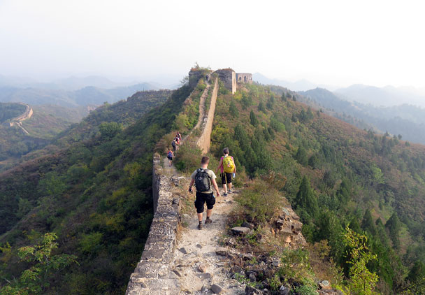 Heading for the a ruined tower, with autumn colours showing in the hills - Camping at the Gubeikou Great Wall, 2015/10