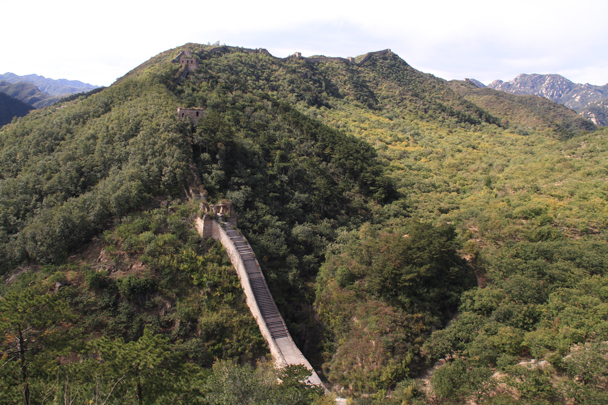 Looking back at the wall we hiked earlier - Walled Village to Huanghuacheng Great Wall, 2015/10/09