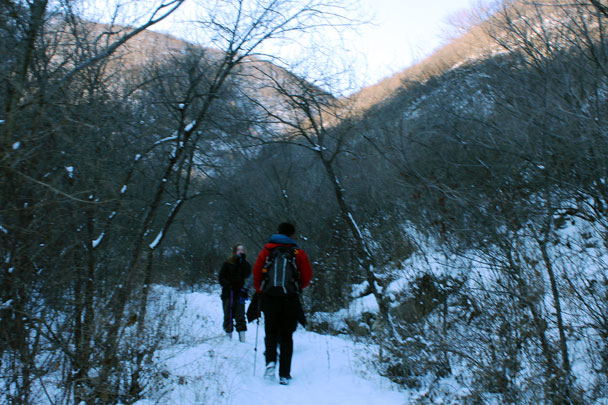 Hiking through Spider Valley – no spiders here in winter, though! - Hemp Village to Gubeikou Great Wall Hike, 2016/01/17