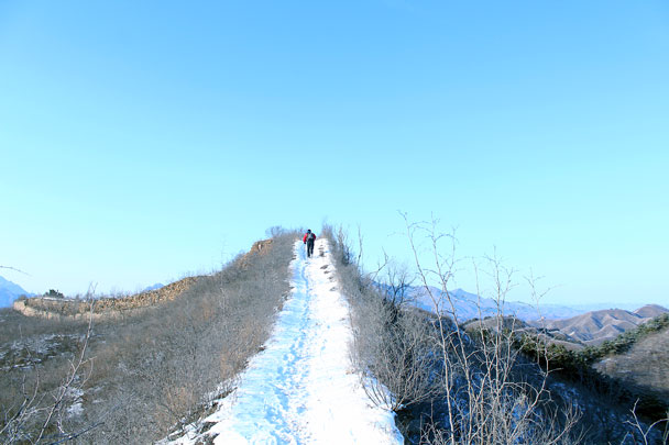 Snow on top of the wall - Hemp Village to Gubeikou Great Wall Hike, 2016/01/17
