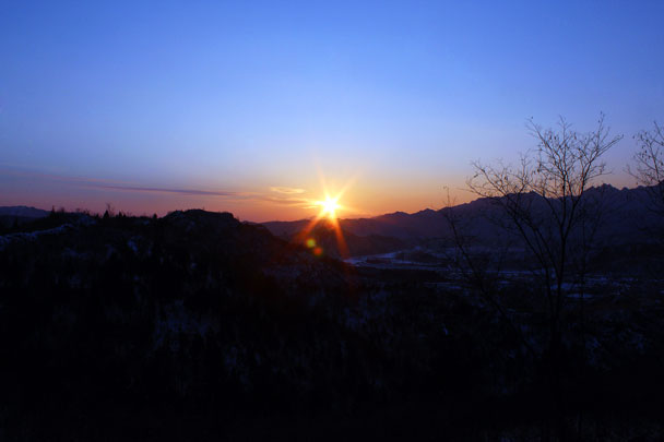 It was a long day for us hiking through the snow, but we got to see a lovely sunset on the way home - Hemp Village to Gubeikou Great Wall Hike, 2016/01/17