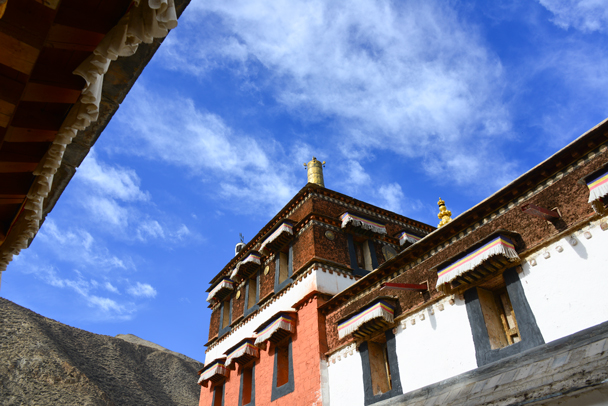 Blue sky above the temple (Photo by Dennis) - Labrang Monastery and Tibetan New Year, 2016/02