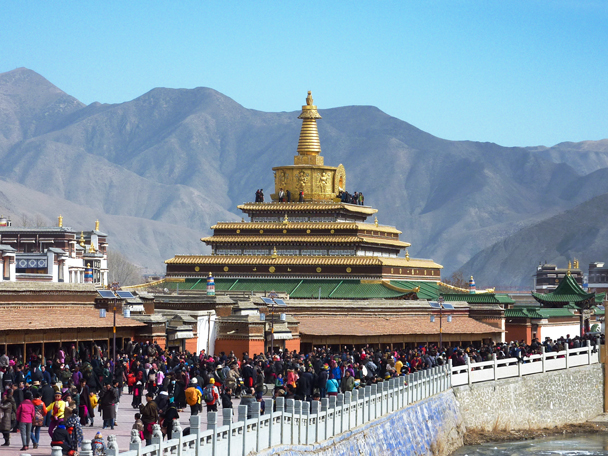 Crowds around the Gongtang Pagoda - Labrang Monastery and Tibetan New Year, 2016/02