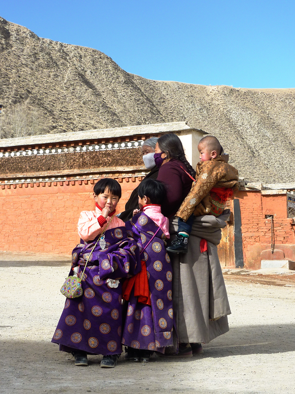 A visiting family - Labrang Monastery and Tibetan New Year, 2016/02