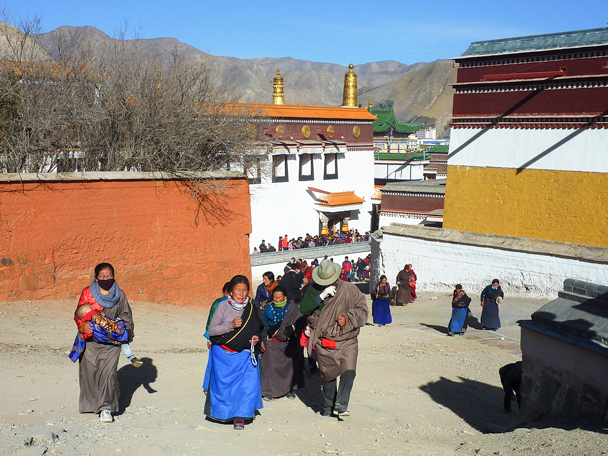 We walked around to a different temple - Labrang Monastery and Tibetan New Year, 2016/02