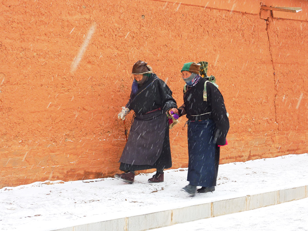 Devout people head out to pray even on a snowy day - Labrang Monastery and Tibetan New Year, 2016/02