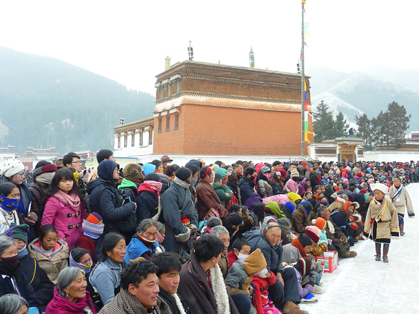 People waiting for the opera. Cold! - Labrang Monastery and Tibetan New Year, 2016/02