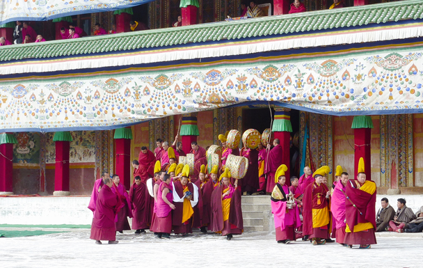 Preparing for the Tibetan opera - Labrang Monastery and Tibetan New Year, 2016/02