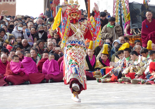 This actor is almost flying - Labrang Monastery and Tibetan New Year, 2016/02