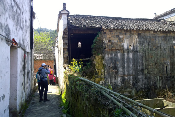 An abandoned house in the village - Wuyuan, Jiangxi Province, 2016/03