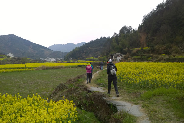 Almost there - Wuyuan, Jiangxi Province, 2016/03