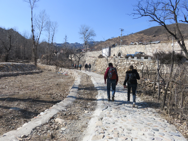 Approaching the Walled Village, in previous times a barracks for Ming Dynasty soldiers - Big Black Mountain to the Walled Village, 2016/3/13