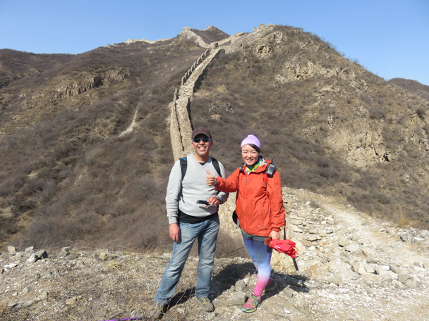 Santiago and Yolanda on the wall - Shuitou Village Loop hike, 2016/03/26