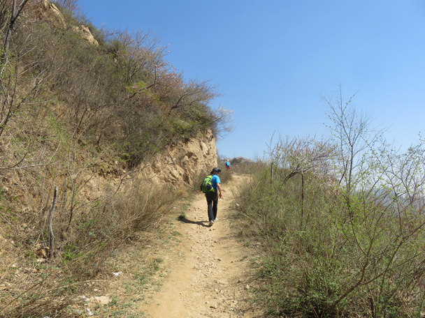 A dirt trail took us up to the Great Wall - Longquanyu Great Wall, 2016/04/09