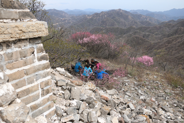 We stopped for a snack break beside the wall – nice views here - Stone Valley Great Wall Loop, 2016/4/16