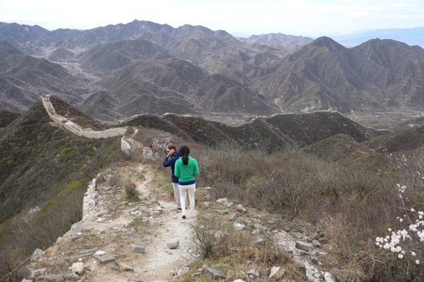 The hike continued along the wall, following the ridgeline - Stone Valley Great Wall Loop, 2016/4/16