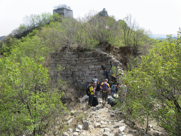 At this spot we found a lot of cigarette butts and orange peels - Great Wall clean up hike for Earth Day, 2016/4/23