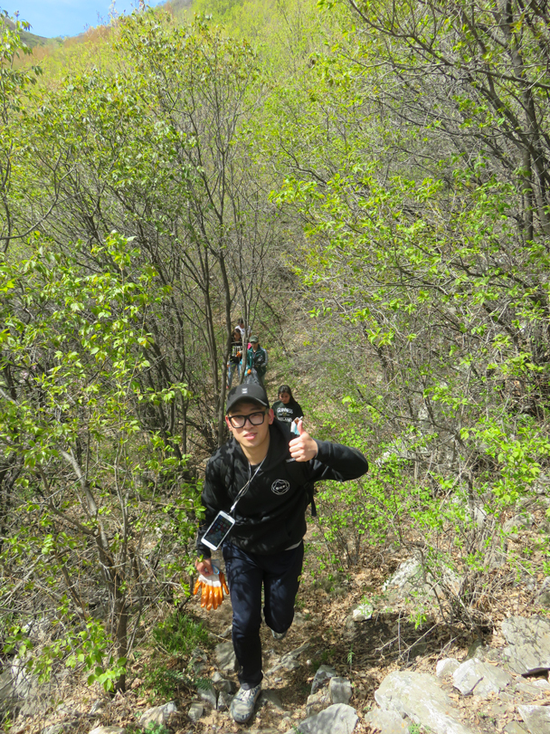 Coming out of the forest - Great Wall clean up hike for Earth Day, 2016/4/23