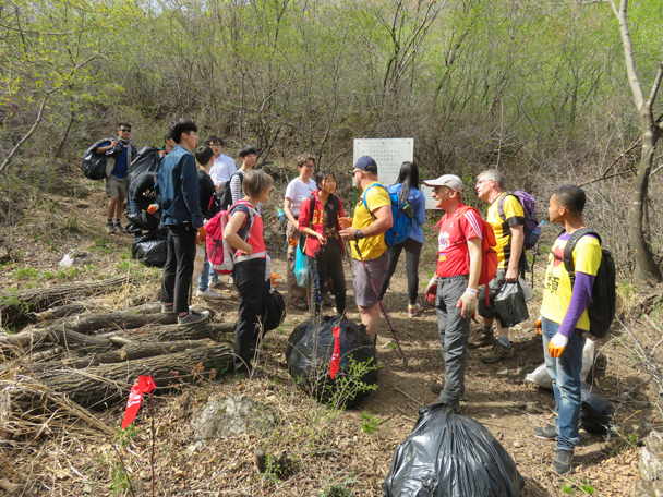 We hiked out to the nearest village - Great Wall clean up hike for Earth Day, 2016/4/23