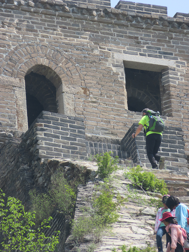 We crossed at the Zhuangdaokou Great Wall, and super hiker Tristram climbed up for more exercise - Big Black Mountain to Moss Mountain, 2015/04/30