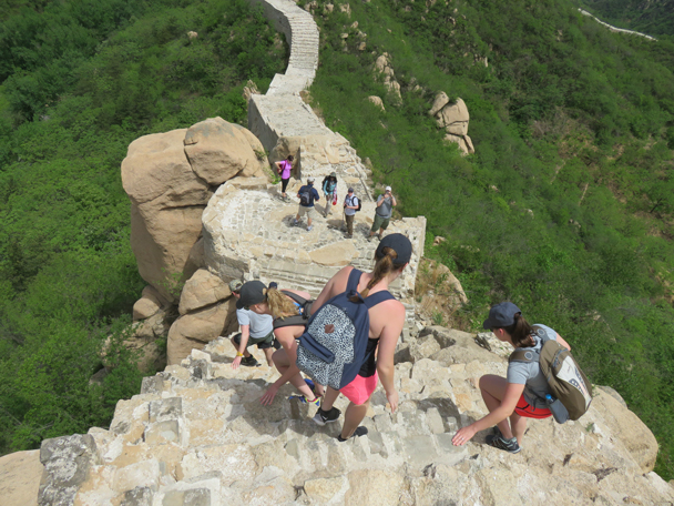 Making a very steep descent down the wall - Longquanyu Great Wall to the Little West Lake, 2016/05/04