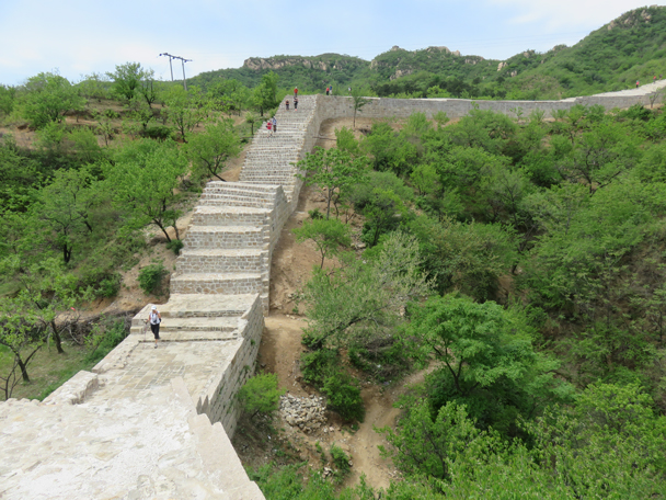 We have no idea who the stairs in this part of the wall are built for. Long legs or short legs? - Longquanyu Great Wall to the Little West Lake, 2016/05/04