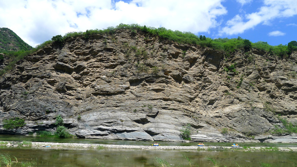 Big rock walls, with some rafts below for scale - White River hike, 2016/6/11