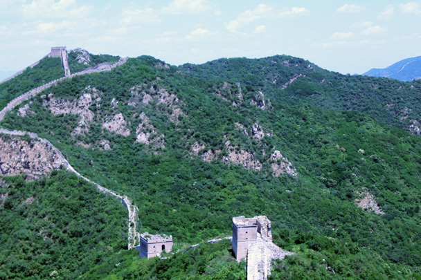 Looking back again - the tower at the top left is the one we climbed on top of earlier - Switchback Great Wall, 2016/06/18