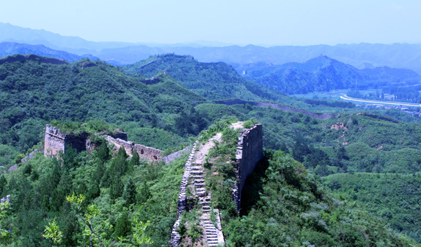 Looking back along the trail - Gubeikou to Jinshanling Great Wall, 2016/07/02