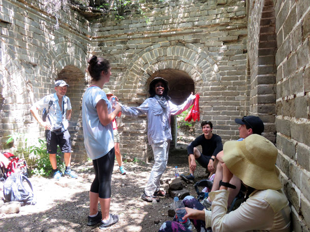 Mill is talking about the history of the Great Wall - Great Wall Spur hike, 2016/07/13