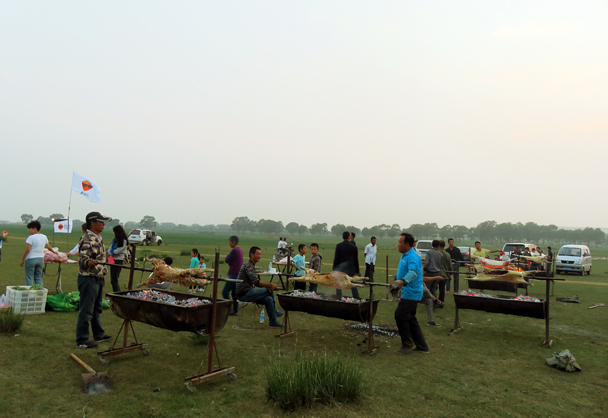 BBQ lamb - Grasslands teambuilding trip for Juzi Entertainment, 2016/07