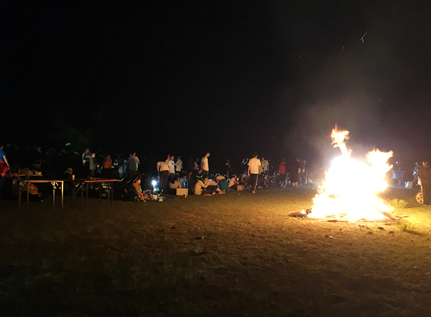 Around the fire - Grasslands teambuilding trip for Juzi Entertainment, 2016/07