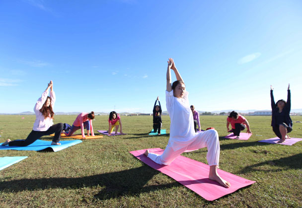 YogaDigest instructor Pu Nannan - Yoga and Meditation at the Bashang Grasslands, August 2016