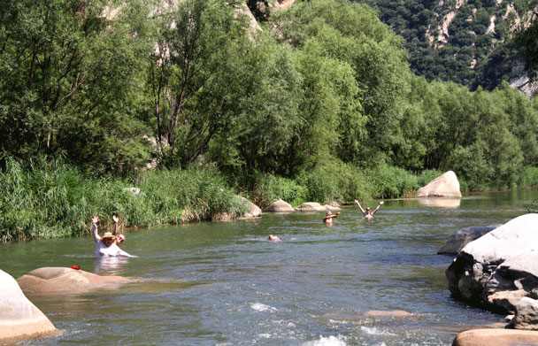 The perfect spot to cool down - Floating Down the White River, 2015/08/16