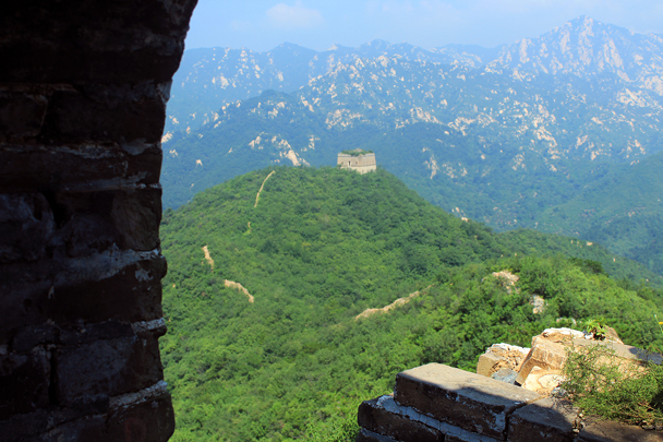 A rough line of wall leads out to a lookout tower - Walled Village to Huanghuacheng Great Wall, 2016/08/24